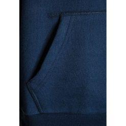 Bench CORE HOODY  Bluza z kapturem dark navy blue. Szare bluzy chłopięce rozpinane marki Bench, z bawełny, z kapturem. W wyprzedaży za 152,10 zł.