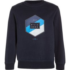 Billabong ACCESS Bluza navy. Niebieskie bluzy chłopięce marki Billabong, z bawełny, z kapturem. W wyprzedaży za 151,20 zł.