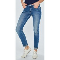 Calvin Klein Jeans - Jeansy Modern Classics. Niebieskie jeansy damskie slim marki Calvin Klein Jeans. W wyprzedaży za 399,90 zł.