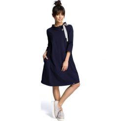 AMELIA Sukienka z wiązaniem pod szyją - granatowa. Niebieskie sukienki hiszpanki BE, s, z kontrastowym kołnierzykiem. Za 154,90 zł.