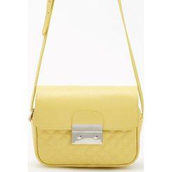 Torebki klasyczne damskie: Pikowana torebka z ozdobnym zapięciem – Zielony
