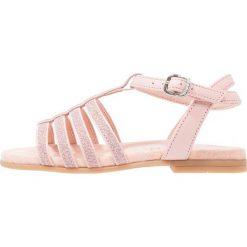 Unisa LOTRE Sandały loto. Czerwone sandały chłopięce marki Unisa, z materiału, z otwartym noskiem. W wyprzedaży za 207,35 zł.