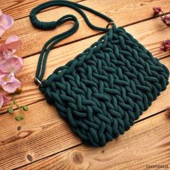 Sznurkowa torebka - kolor butelkowa zieleń. Zielone torebki klasyczne damskie marki Pakamera, ze splotem. Za 159,00 zł.