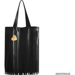 TORBA Z FRĘDZLAMI skóra naturalna. Czarne torebki klasyczne damskie Pakamera, ze skóry, zdobione, z frędzlami. Za 275,00 zł.