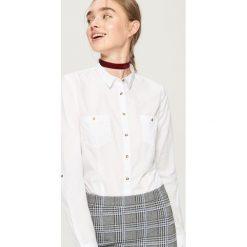 Klasyczna koszula - Biały. Białe koszule damskie marki Sinsay, m, klasyczne, z klasycznym kołnierzykiem. Za 39,99 zł.