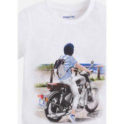 Mayoral - T-shirt dziecięcy 92-134 cm. Szare t-shirty chłopięce z nadrukiem Mayoral, z bawełny, z okrągłym kołnierzem. Za 64,90 zł.