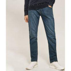 Jeansy regular fit - Granatowy. Niebieskie jeansy męskie regular marki House. Za 119,99 zł.