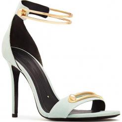 Skórzane sandały w kolorze jasnozielono-złotym. Zielone sandały damskie Stella Luna, w paski, ze skóry, na obcasie. W wyprzedaży za 636,95 zł.