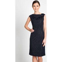Sukienka w błyszczące kropeczki QUIOSQUE. Szare sukienki balowe QUIOSQUE, na imprezę, z dzianiny, z kopertowym dekoltem, mini, dopasowane. W wyprzedaży za 139,99 zł.
