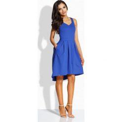 Sukienki: Kobieca rozkloszowana sukienka [chaber]