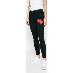 Noisy May - Jeansy Lucy. Czarne jeansy damskie rurki marki Noisy May, z bawełny. W wyprzedaży za 119,90 zł.