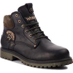 Trapery WRANGLER - Yuma Patch WM182003 Black 62. Czarne trapery męskie Wrangler, z materiału. W wyprzedaży za 339,00 zł.