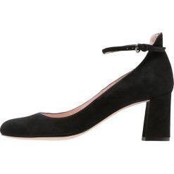 Pura Lopez Czółenka black. Czarne buty ślubne damskie Pura Lopez, z materiału. Za 839,00 zł.