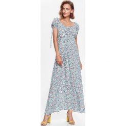 DŁUGA SUKIENKA DAMSKA, W KWIATY, Z MARSZCZENIAMI. Szare długie sukienki marki Top Secret, na jesień, w kwiaty, z długim rękawem. Za 49,99 zł.