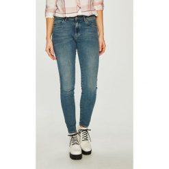 Wrangler - Jeansy Body Bespoke. Szare jeansy damskie rurki marki Wrangler, na co dzień, m, z nadrukiem, casualowe, z okrągłym kołnierzem, mini, proste. Za 329,90 zł.