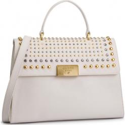 Torebka GUESS - HWBELS L9119 IVM. Białe torebki klasyczne damskie marki Guess, z aplikacjami, ze skóry ekologicznej, duże. Za 1119,00 zł.