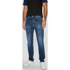 Mustang - Jeansy Tramper. Czarne jeansy męskie z dziurami marki Mustang, l, z bawełny, z kapturem. Za 269,90 zł.