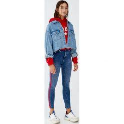 Jeansy skinny fit z lampasami. Niebieskie rurki damskie Pull&Bear, z jeansu. Za 139,00 zł.