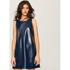 Winylowa sukienka - Granatowy. Niebieskie sukienki Reserved, l. W wyprzedaży za 39,99 zł.