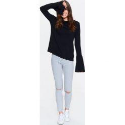 Swetry klasyczne damskie: SWETER DAMSKI Z DŁUGIM DZWONKOWYM RĘKAWEM