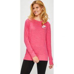 Nike Sportswear - Bluzka. Różowe bluzki asymetryczne Nike Sportswear, m, z bawełny, z okrągłym kołnierzem. W wyprzedaży za 169,90 zł.
