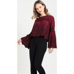 Bluzki asymetryczne: Miss Selfridge Petite SCHIFFLEY  Bluzka burgundy