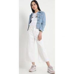 Leon & Harper VIRGILE Kurtka jeansowa bleach. Niebieskie kurtki damskie jeansowe marki Leon & Harper, m. W wyprzedaży za 467,40 zł.