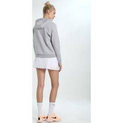 Lacoste Sport WOMEN TENNIS Bluza rozpinana light grey. Szare bluzy damskie Lacoste Sport, z bawełny. Za 409,00 zł.
