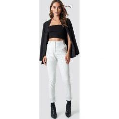 Spodnie damskie: NA-KD Trend Spodnie garniturowe w prążki - White,Offwhite