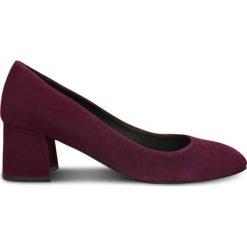 Czółenka HIROMI. Czerwone buty ślubne damskie Gino Rossi, ze skóry, ze szpiczastym noskiem, na słupku. Za 299,90 zł.