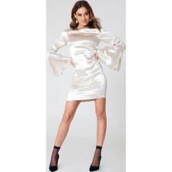 Sukienki: NA-KD Party Metaliczna sukienka mini z marszczonym rękawem – Silver