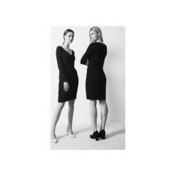 """Modelująca """"mała czarna"""" sukienka. Czarne sukienki hiszpanki Toutset, l, dekolt w kształcie v. Za 399,00 zł."""