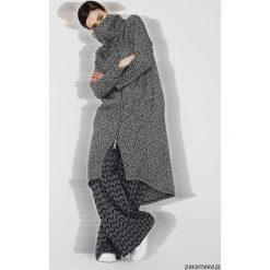 Płaszcze damskie pastelowe: Wełniany płaszcz damski w jodełkę