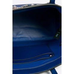 Guess Jeans - Torebka. Szare torebki klasyczne damskie Guess Jeans, z aplikacjami, z jeansu, duże. W wyprzedaży za 359,90 zł.