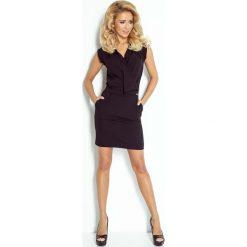 Czarna Sukienka Mini z Zakładanym Dekoltem. Sukienki małe czarne marki Mohito, l, z kopertowym dekoltem, kopertowe. Za 145,90 zł.