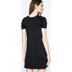Answear - Sukienka. Czarne sukienki dzianinowe marki Mohito, l, proste. W wyprzedaży za 49,90 zł.