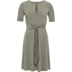 Sukienka z dżerseju z przewiązaniem: MUST HAVE bonprix oliwkowy. Zielone sukienki hiszpanki bonprix, na lato, z dżerseju. Za 49,99 zł.