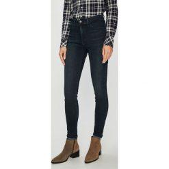 Wrangler - Jeansy Body Bespoke Dusty Bite. Szare jeansy damskie rurki marki Wrangler, na co dzień, m, z nadrukiem, casualowe, z okrągłym kołnierzem, mini, proste. Za 329,90 zł.