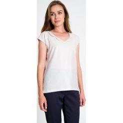 Bluzki damskie: Pudrowa bluzka z dekoltem QUIOSQUE