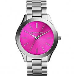 """Zegarek kwarcowy """"Slim Runway"""" w kolorze srebrno-różowym. Szare, analogowe zegarki damskie marki Michael Kors, ze stali. W wyprzedaży za 367,95 zł."""