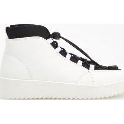 Sportowe buty za kostkę - Biały. Czarne buty sportowe damskie marki Kazar, z nubiku, przed kolano, na wysokim obcasie. Za 159,99 zł.
