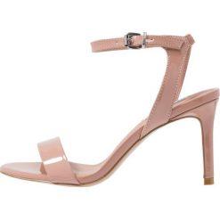 Steve Madden FAITH Sandały na obcasie dark blush. Różowe sandały damskie Steve Madden, z materiału, na obcasie. Za 379,00 zł.