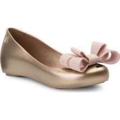 Baleriny MELISSA - Ultragirl Sweet XV Ad 32521  Gold/Pink 52777. Żółte baleriny damskie lakierowane Melissa, z tworzywa sztucznego, na płaskiej podeszwie. Za 269,00 zł.