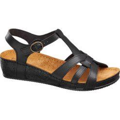 Sandały na koturnie Easy Street czarne. Czarne sandały damskie marki Easy Street, w paski, z materiału, na koturnie. Za 99,90 zł.