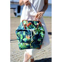 Kolorowa pojemna torba w monstery i motyle. Szare torby plażowe Pakamera, z bawełny. Za 80,00 zł.