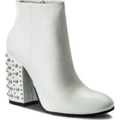 Botki CARINII - B4366 L46-000-000-C00. Białe buty zimowe damskie Carinii, z materiału, na obcasie. W wyprzedaży za 259,00 zł.