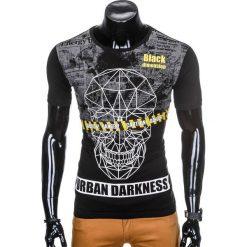 T-SHIRT MĘSKI Z NADRUKIEM S933 - CZARNY. Czarne t-shirty męskie z nadrukiem marki Ombre Clothing, m, z bawełny, z kapturem. Za 19,99 zł.