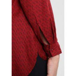 Bluzki asymetryczne: Zizzi OIRENE Bluzka red pear