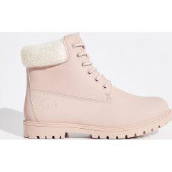 Buty trekkingowe - Różowy. Czerwone buty trekkingowe damskie marki Sinsay. Za 129,99 zł.