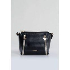 Torebki klasyczne damskie: Prążkowana torebka na pasku